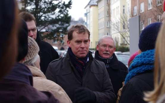 Ulf Kämpfer im Gespräche mit Anwohnern der Hardenbergstraße und der Nettelbekstraße