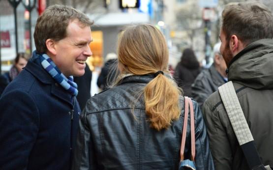 Ulf Kämpfer im Gespräch in der Holstenstraße