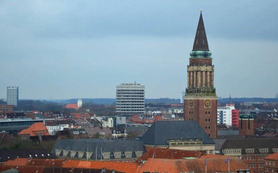Kiel mit Weitblick: Aus dem Turmfenster der Nicolaikirche fotografiert
